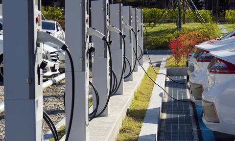 Dostawcy energii elektrycznej nie będą już mogli budować stacji ładowania w gminach