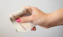 Polacy powinni zacząć oszczędzać. Spodziewany jest dalszy wzrost cen