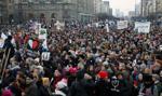 Strajk Kobiet - czerwone kartki dla rządu i przemarsz w proteście wobec przemocy