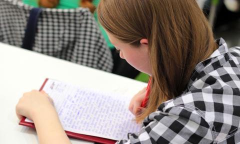 Polski nastolatek wiedzę o finansach czerpie od rodziców. Wyniki badań PISA