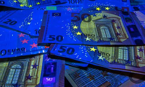 Deflacja w strefie euro, inflacja w Polsce