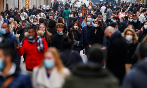 Włoski Instytut Służby Zdrowia: konieczna drastyczna redukcja kontaktów
