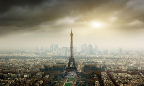 Premier Francji zapowiada weekendowe lockdowny w Paryżu i 19 innych departamentach