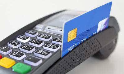 Sklepy nadal ustalają limity przy płatności kartą
