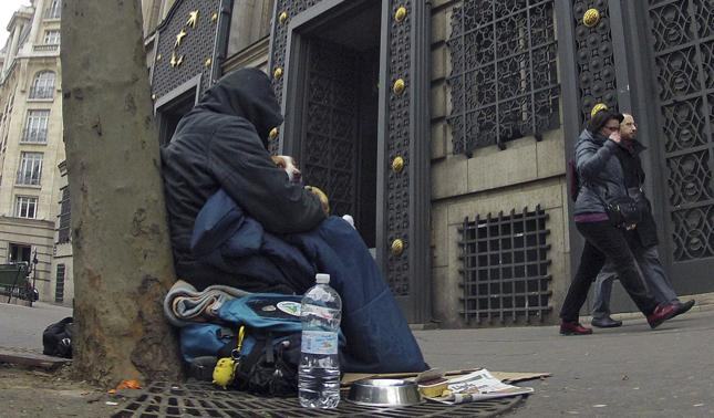 Francja: co dziesiąty bezdomny ma dyplom wyższej uczelni