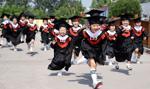 W Hongkongu i Zjednoczonych Emiratach Arabskich najwyższe opłaty za szkoły