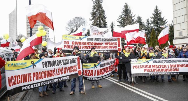 Protest handlowców przeciwko nowemu podatkowi od sklepów wielkopowierzchniowych