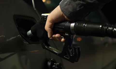 Cena benzyny bezołowiowej w Wielkiej Brytanii na najwyższym poziomie w historii