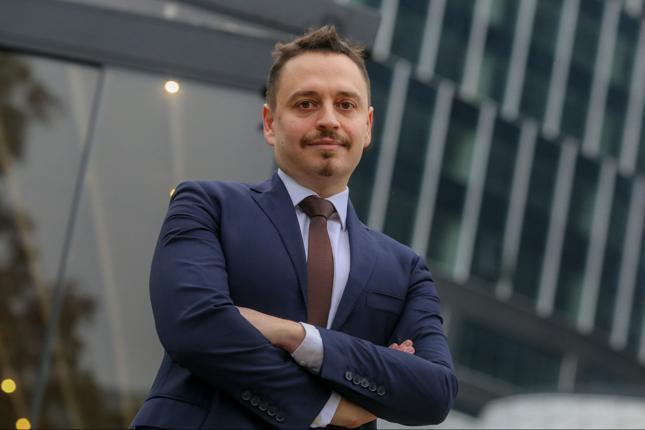 Omar Arnaout, prezes Domu Maklerskiego X-Trade Brokers, nie ma łatwego życia po tym, jak KNF postawiła XTB zarzuty działania na niekorzyść klientów.