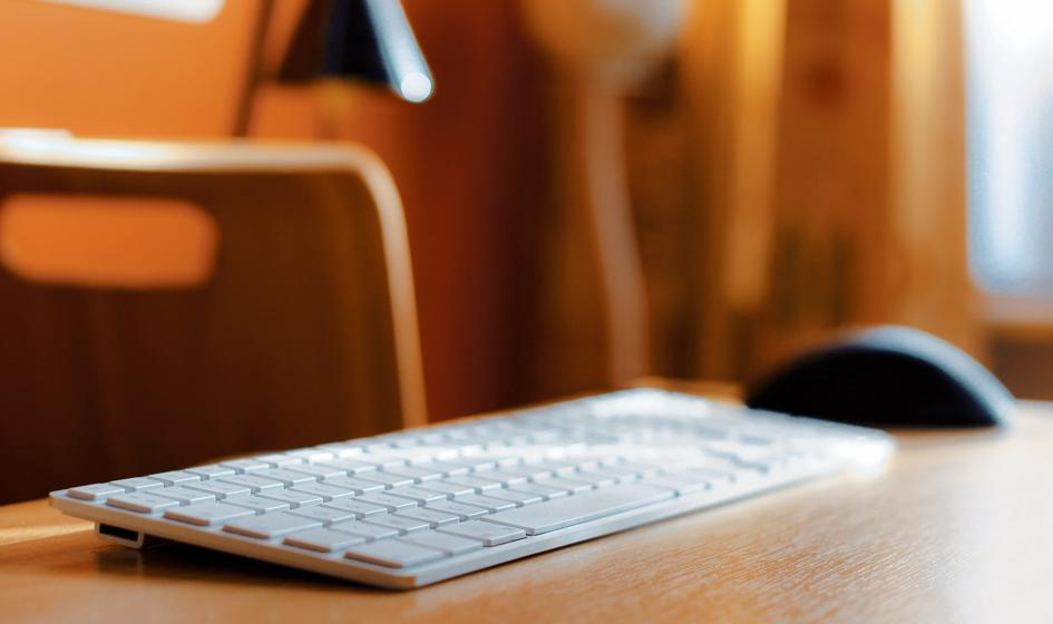 Oskarżeni o oszustwa internetowe; przez rok wyłudzili ponad 2 mln zł