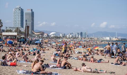 Kłopoty hiszpańskiej turystyki. Duży spadek liczby zagranicznych podróżnych
