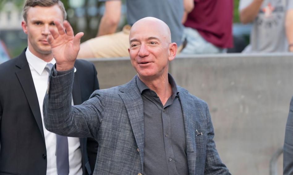 Lot w kosmos z Jeffem Bezosem wylicytowany za 28 mln dol.