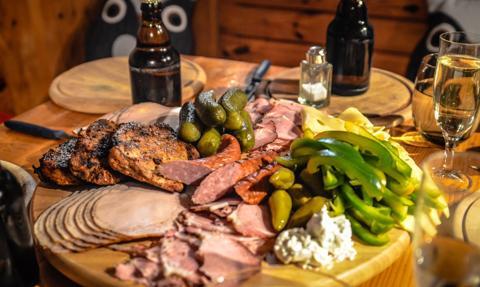 Koniec promocji mięsa czy wina w UE? KE pracuje nad zmianą polityki promocji żywności