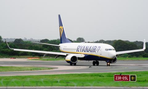 Ryanair wznowi jednostronne połączenia do Anglii i Irlandii