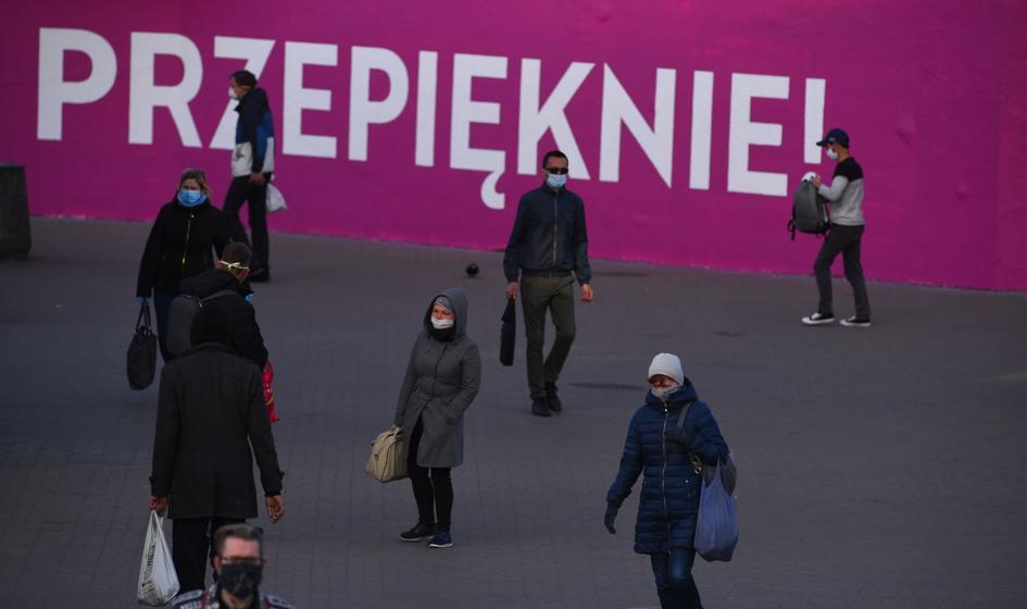 Pandemia na luzie. Polacy nie boją się czwartej fali