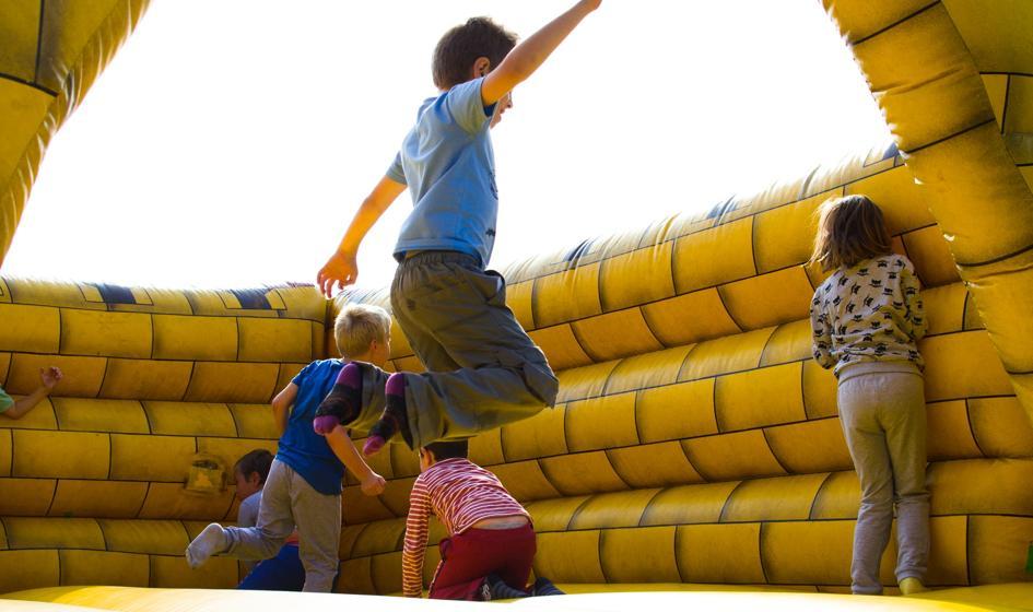 UOKiK sprawdził sale zabaw, parki trampolin i ścianki wspinaczkowe