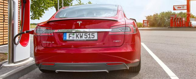 Ile kosztuje Supercharger w Polsce? Tesla wprowadza cennik ładowania