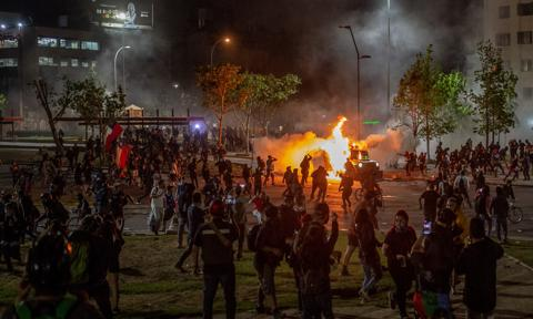 """W rocznicę """"rewolty społecznej"""" manifestacja i incydenty w Santiago"""