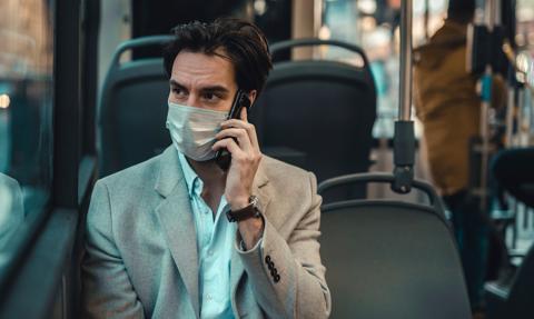 Francuska Akademia Nauka: lepiej nie rozmawiać w metrze lub autobusie