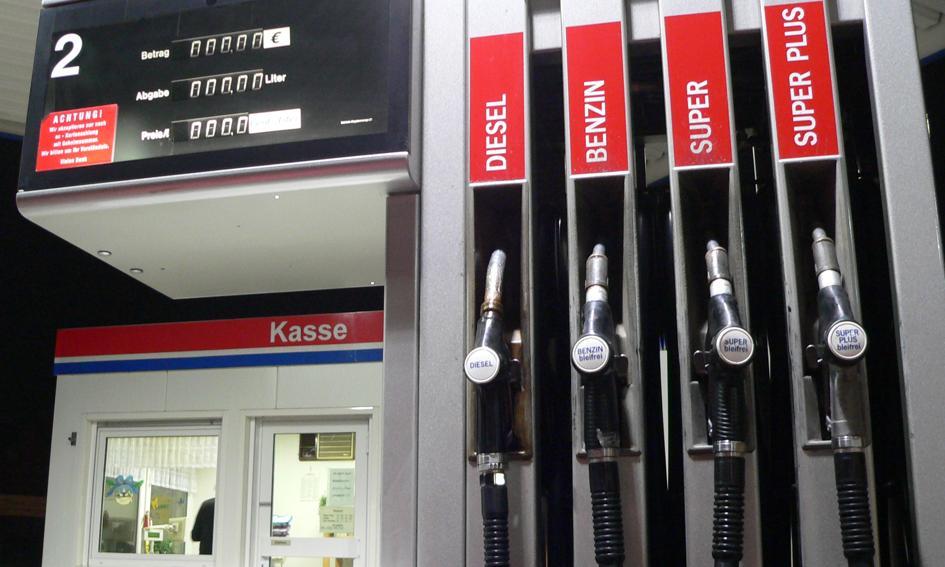 Silne podwyżki cen paliw przed wakacjami. Jest najdrożej od 7 lat