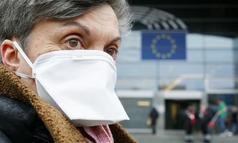 Europa zaostrza przepisy dotyczące noszenia maseczek