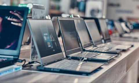 Pandemia ożywiła sprzedaż komputerów. Laptopy napędzają branżę