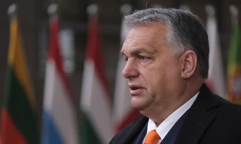 Premier Orban: Konieczne ograniczenie podróży poza Europę