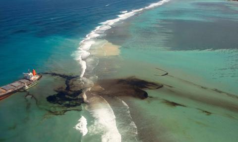 Mauritius walczy z wyciekiem ropy