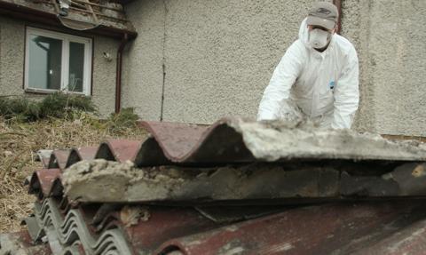 Biuro Analiz PE: skażenie azbestem to nadal problem w UE