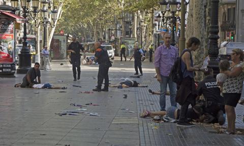 Hiszpania: policja chciała zniszczyć dowody ostrzeżeń przed zamachami w Katalonii