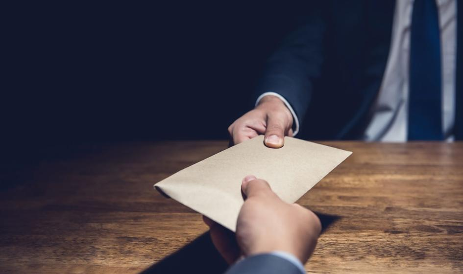 13 osób oskarżonych ws. korupcji w starostwie w Wołominie