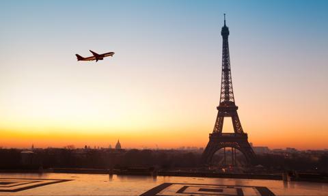 Bezpłatne testy PCR dla turystów, którzy latem przyjadą do Francji