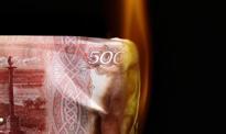 Rubel idzie na dno wraz z ropą