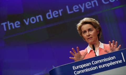 Politico: zgoda na połączenie Orlenu z Lotosem sygnalizuje bardziej polityczne podejście KE