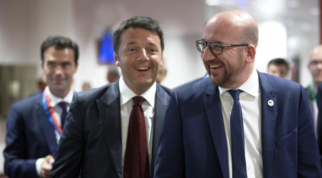 Premier Włoch Matteo Renzi i premier Belgii Charles Michel