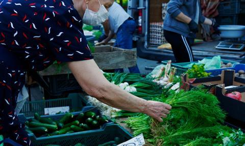 Polacy w reakcji na wzrost cen próbują ograniczyć wydatki