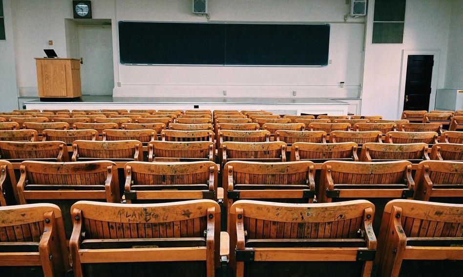 Polacy coraz mniej chętni do studiowania