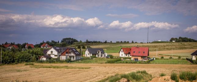 Kwiecień był kolejnym miesiącem, w którym tereny pod budowę domu staniały niemal w całej Polsce – średnio o ok. 15 proc.