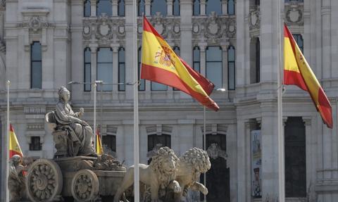 Większość hiszpańskich regionów luzuje restrykcje mimo nasilenia się epidemii