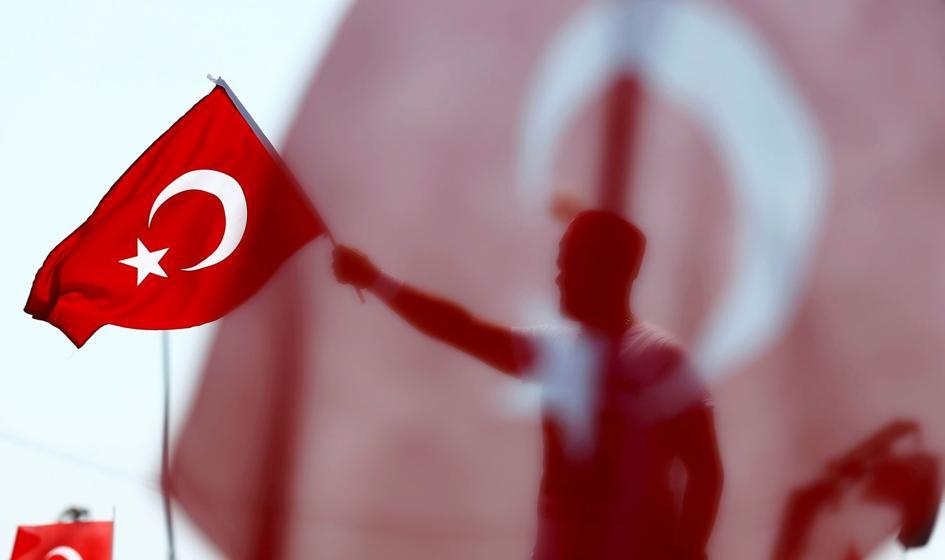 Turcja: zwolniono z pracy 15 tys. urzędników, policjantów i wojskowych
