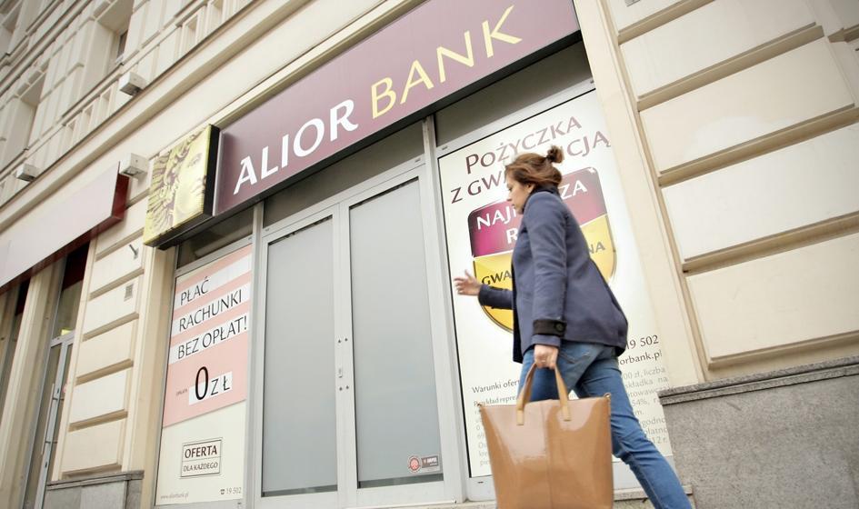 Banki zaskakują wynikami. Pomagają wysokie prowizje