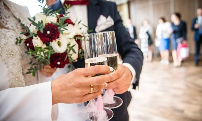 Skarbówka sprawdza nowożeńców