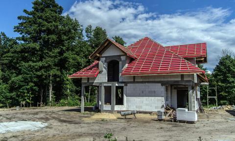 Polacy coraz chętniej stawiają domy. Jakie budowali w 2019 roku?