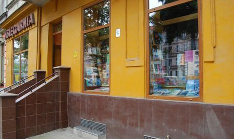 Spada wskaźnik liczby księgarń na 10 tys. mieszkańców