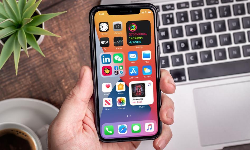Ile trzeba pracować na iPhone'a? Polska na końcu stawki