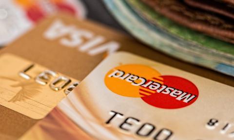 Kolejna potyczka o opłaty kartowe w USA