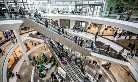 We wrześniu centra handlowe odwiedziło niemal tyle samo osób co przed pandemią