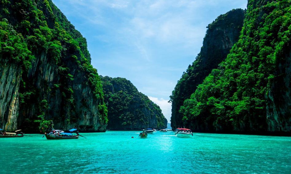 Rząd Tajlandii otwiera prowincję Phuket dla zaszczepionych turystów