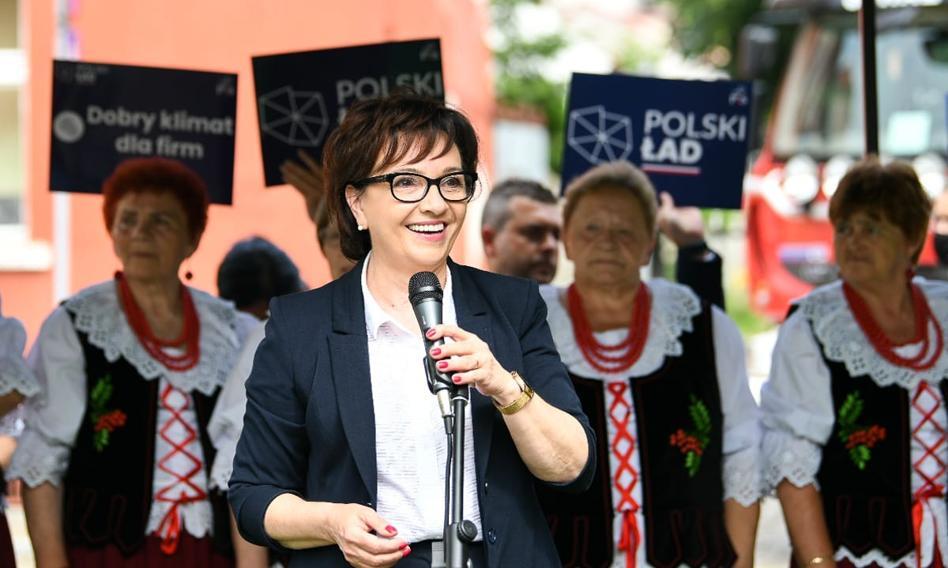 """""""Bierzecie 500+ i narzekacie"""". Mocne słowa marszałek Sejmu do wyborców"""
