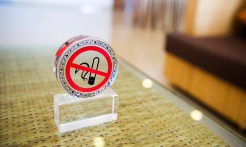 Niemcy: będą drastyczne zdjęcia na papierosach